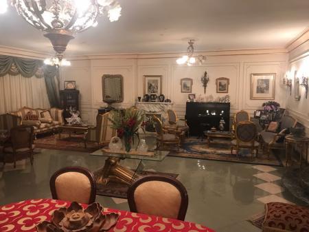 شقة 300م بحري مسجلة سوبر لوكس ببرج شيك في ابو داوود الظاهري